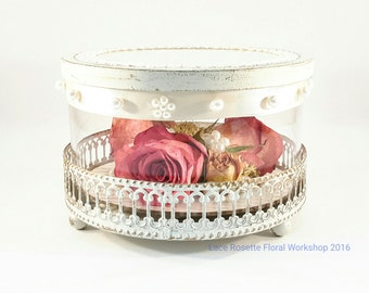 L'ecrin Flower Art Piece in a laced glass container