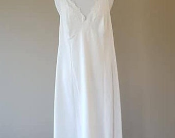 42 / Shadowline Full Slip / Dress / White Nylon with Lace / Plus Size/  Vintage Lingerie / 42