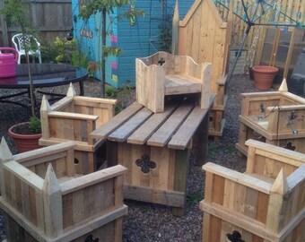 Throne-style garden furniture set