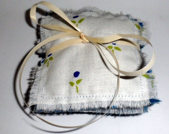 4 LAVENDER BUDS SACHETS/Blue and White Fabric Sachets with French Lavender/Fresh Drawer French Lavender Buds/Lavender Sachets