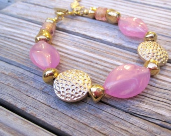 Pink Bracelet - Gold Jewelry - Beaded Jewellery - Seahorse Charm - B-26