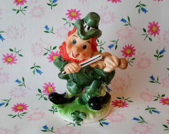 Lefton Ceramic Fiddle Playing Irish Leprechaun Figurine, Japan c.1960