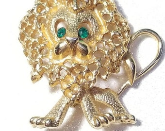 ON SALE  : Awesome Vintage Goldtone Lion Pin Brooch with Green Rhinestone eyes