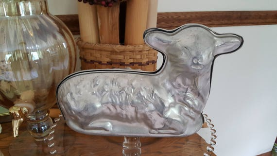 Vintage sitting 3D lamb cake mold. 2 pans. Cake pan