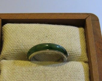18kt white gold  Jade ring simply amazing