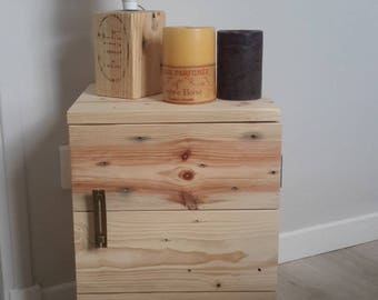 Nightstands in clear pallets (pair)
