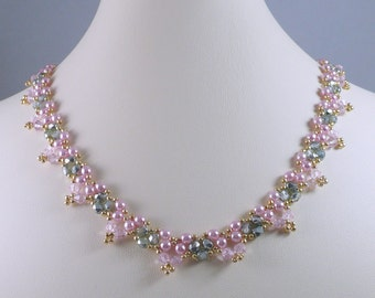 Woven Pearl Necklace in Pink