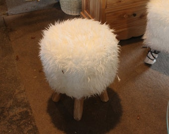 Stool made of synthetic hair