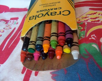 vintage box of 15 crayola crayons