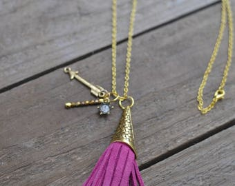 Tassel necklace in pink with gold cap and charms