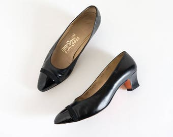 Vintage 1980s Womens Size 8.5 Shoes / Salvatore Ferragamo Italian Black Leather with Patent Leather Toe Cap Low Heel Pumps VGC