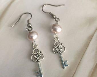 Key earrings, pink pearl key earrings, pink glass pearl earring, Dangle earrings, Miniature key earrings