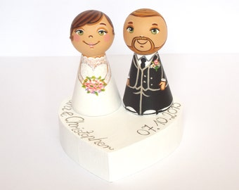Personalized wedding cake topper Personalized cake topper Mr and mrs cake topper figurine Bride and groom cake topper people Peg doll topper