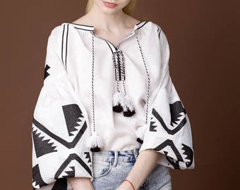 Vyshyvanka white linen embroidered blouse, Ukrainian vyshyvanka blouse, Bohemian vyshyvanka, Mexican embroidery. Free shipping