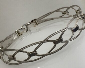 White gold and stainless steel cable bracelet