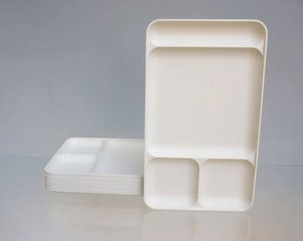 Set of 2 lunch trays with compartments, Poles, very minimalist, vintage 70s Tupperware. Measurements 22,7cm x 2.5 cm x 38.5 cm.