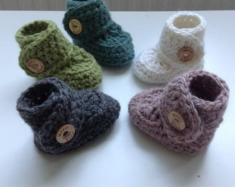 Handmade baby boots made of wool and alpaca.
