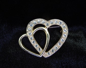 Vintage Two Hearts Brooch.  Gold Tone with Rhinestones, Lovers.  Excellent Condition