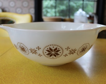 Vintage Pyrex Bowl, 4 QT Town & Country Bowl, Brown on White Town and Country Cinderella Bowl, Hex Sign Bowl, Pennsylvania Dutch Bowl, #444