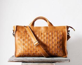 Sac bandoulière en Camel tissé / sac bandoulière en cuir cartable côtés côtés sac /Woven Sac /Messenger sac /Brown tissé sac en cuir