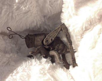 Grasshopper Iron, sculpture
