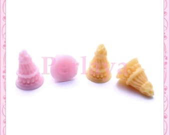 4 small REF1048 resin ice cream cones