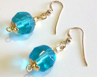 Boucles d'oreilles perles de verre à facettes bleu aqua, Simple bleu bijoux en perles, boucles d'oreilles or, prêt à expédier