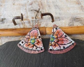 """Ethnic charms enameled copper, enameled charms, """"flowers"""" cooper, white, raspberry, green, black, handmade."""