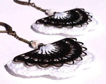 """Boucles d'oreille crochet Blanc / éventail métal ALBIZIA - Bijoux Boho crochet Mariage /Quotidien - Collection """"Gypsy Chic"""""""