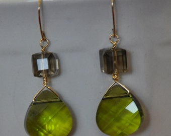 Green teardrop earrings, Green Swarovski earrings, green broilette earrings, Green drop earrings