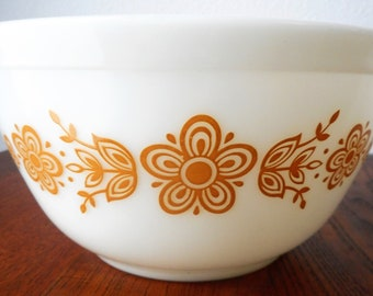 Pyrex Butterfly Gold Mixing Bowl 402 1 1/2 Quart 1972