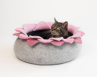 Cat bed/cat house/cat cave/ lotus felted cat bed