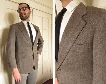 Size 36 1970s Light Brown Herringbone Tweed Mens Sport Coat Suit Jacket Blazer by Majer for Patrick James