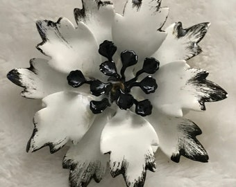 Vintage White and Black Flower Pin