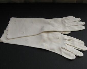 Vintage White Ladies Gloves With Bead Design / Vintage 13 inch Ladies Cloth White Gloves