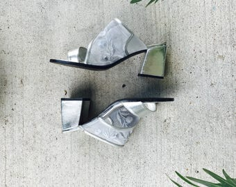 silver square heel strappy mules - vintage mesh strappy heels - silver square heel pumps- modern mesh heels - size 8.5 - euro size 39