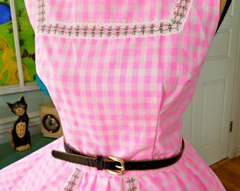 Adorable Gingham Check Dress / Vintage 50's / Derby/ Mother's Day /Fit & Flare / Pinup / Rockabilly / Circle Skirt / Patio Dress / B40 W28