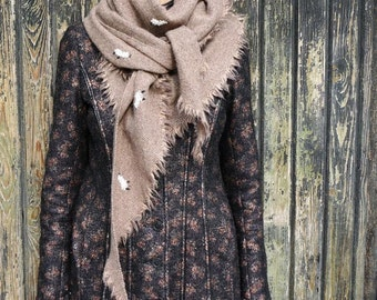 Triangular Shawl 1515 / Handmade Weaving on the Loom / Scarf / Warm Shawl / 100% Natural Wool / Stitched Lambs