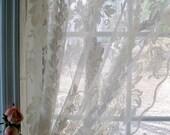 Réservé aux Nance... Traitement de fenêtre de panneau de mur-rideau, tentures, dentelles, Transparent, décor de pays Français, par mailordervintage sur etsy