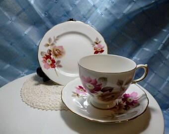 """Vintage """"Royal Vale"""" Tea Cup Trio"""