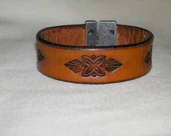 Leather Bracelet with Flower and Arrowhead Design