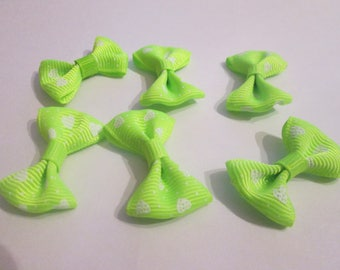 10 green pattern hearts and polka dot cotton and polyester 37x25mm knots
