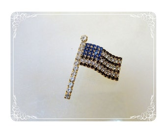 Patriotic Flag Pin - Red White Blue   Pin-035a-012312000