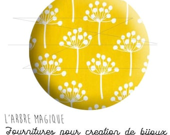 Fancy 25 mm Japan white flower cabochon yellow background ref 1622