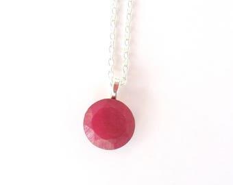 Collier Rubis, Collier pendentif Rubis, Collier argenté et rouge