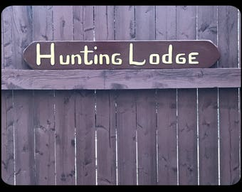 Wooden sign: hunting lodge