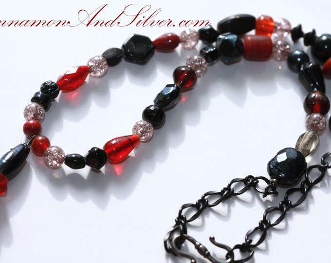 Gothic Black and Red Glass Bead Necklace, Black and Red Bead Victorian Necklace, Elegant Black and Red Gothic Beaded Necklace