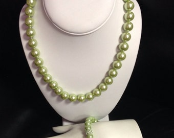 "17"" 12mm Green Glass Pearl Beaded Necklace,Bracelet & Earring Set"