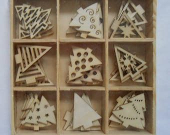 CHRISTMAS TREES Small Natural Wooden Assorted Shapes Craft Card Making Scrapbook  Decorations Embellishments - 45 Pieces 9 Designs