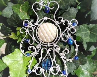 """""""Orchidée"""" blue elven pendant"""